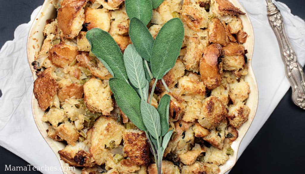 Easy Old-Fashioned Bread Stuffing Recipe for a Traditional Thanksgiving Dinner