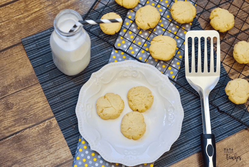 3 ingredient shortbread cookies? yes, please! This easy and delicious cookie recipe is perfect for quarantine or for anytime!